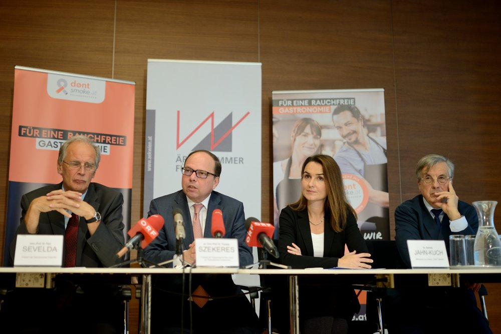 Podium Pressekonferenz Don't Smoke