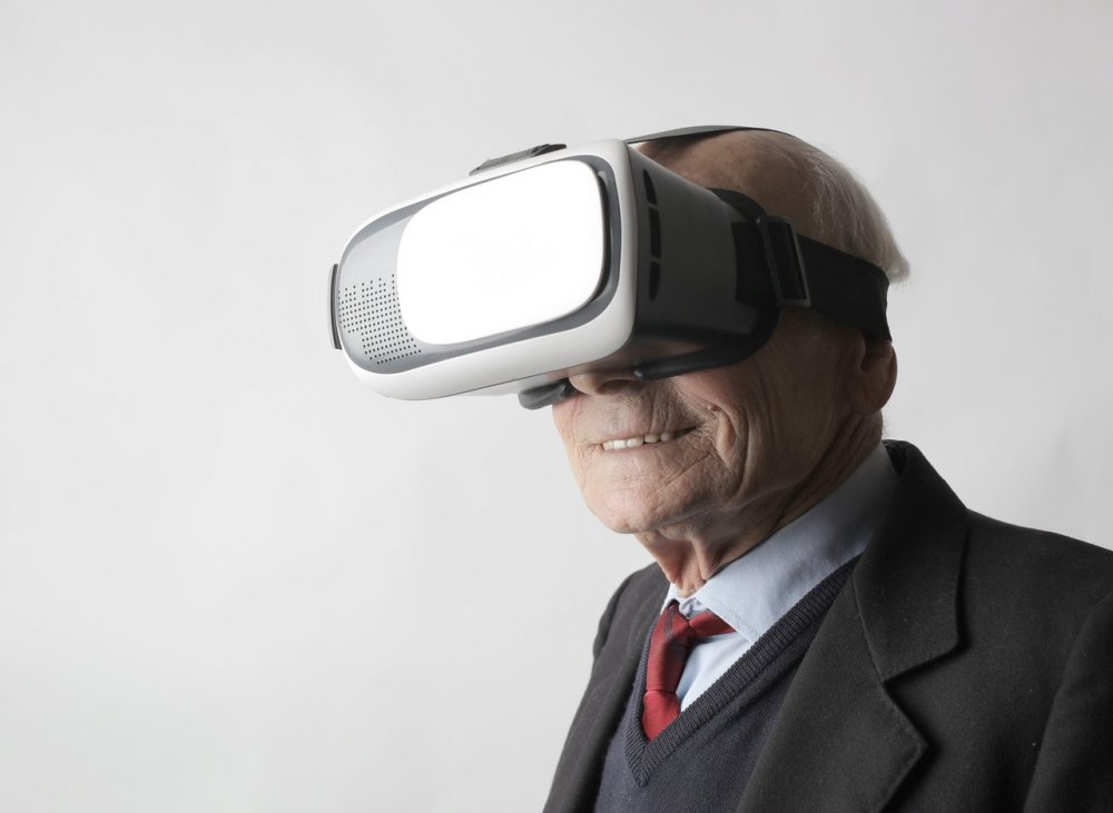 Virtual Reality Brille Senioren